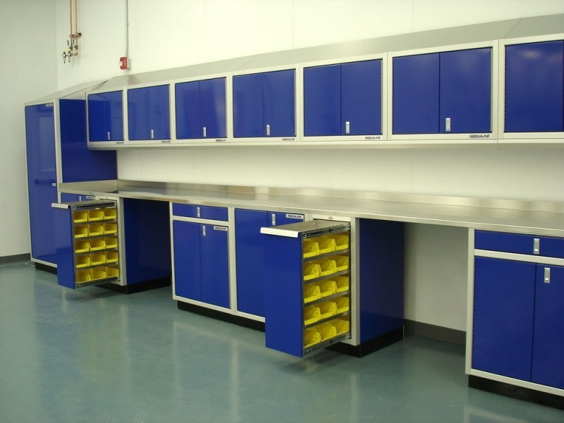 Merveilleux Blue Moduline Aluminum Closet, Wall Cabinets, Base Cabinets, Parts Bin  Cabinets And Aluminum Countertops In A Laboratory