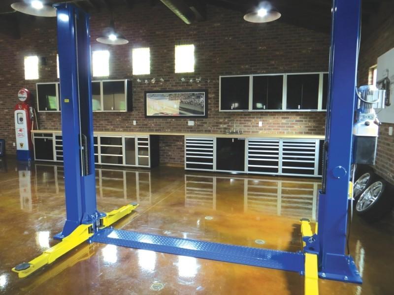 Moduline Signature Black Aluminum Storage Cabinets And Tool In Modern Garage