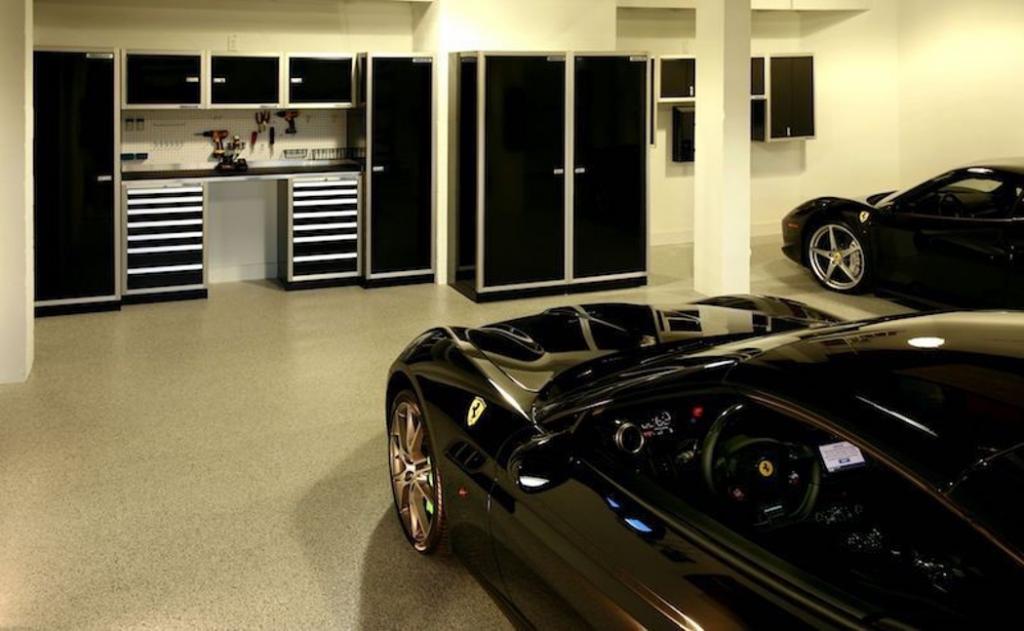Ferrari Garage and Workshop Cabinets Moduline